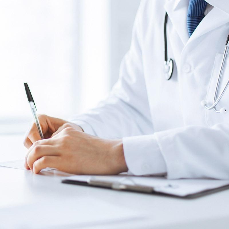 Doktor předepisuje léky